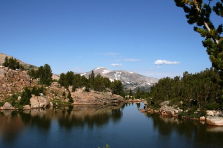 lg-Lake_and_Wind_River_Peak